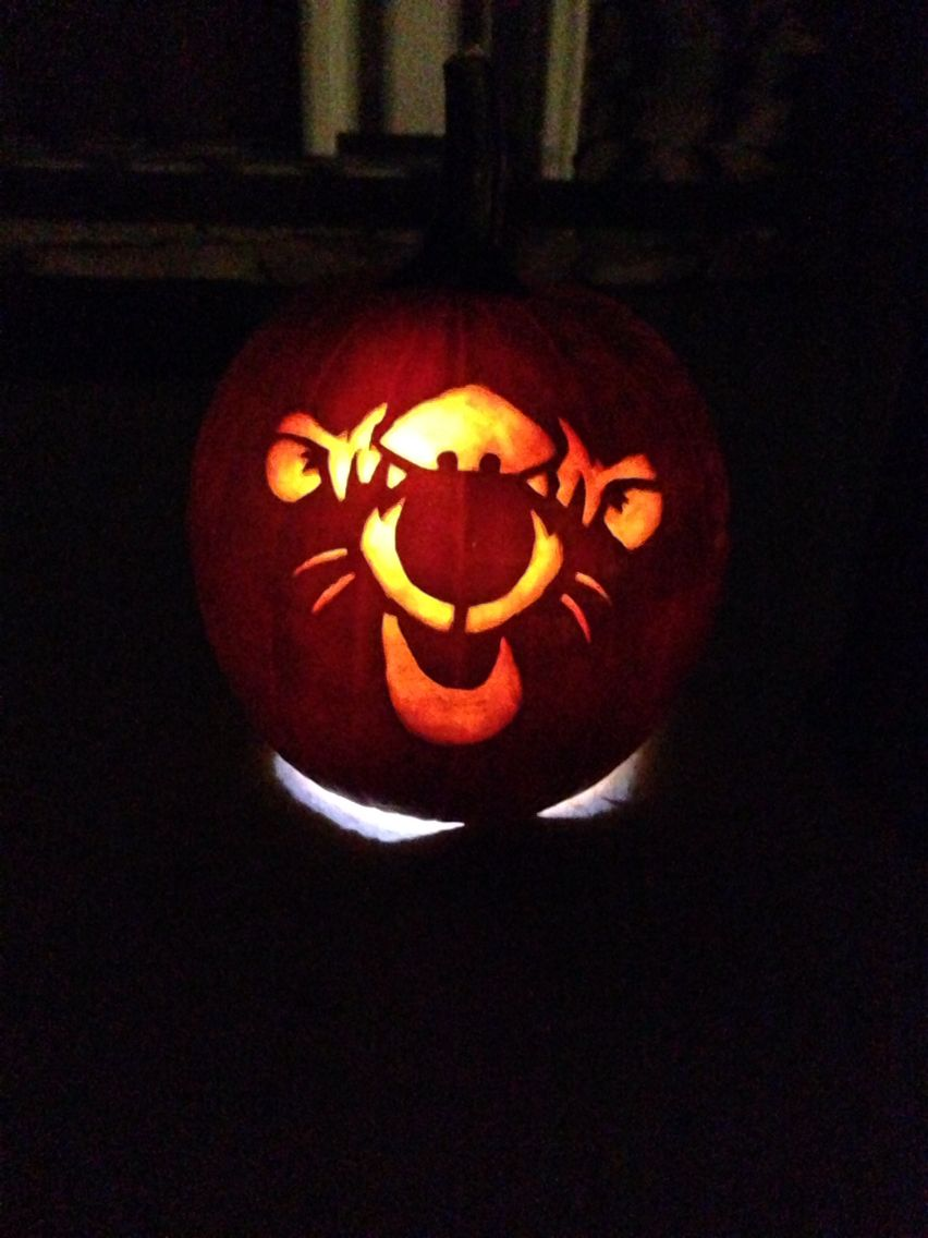Pumpkin carving of tigger from winnie the pooh pumpkin for Winnie the pooh pumpkin carving templates