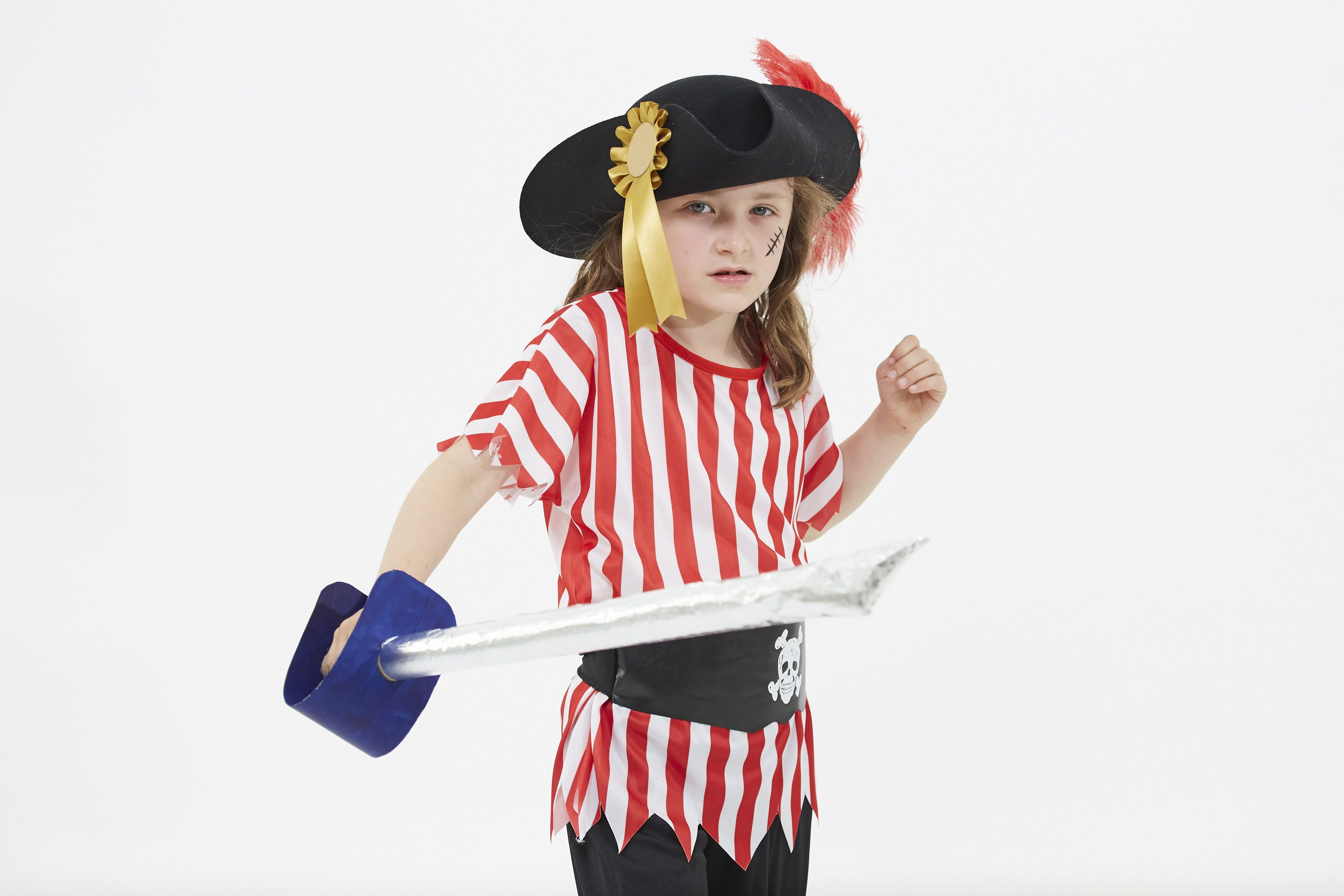 Make a pirate sword! Here\'s how to make a super-easy pirate sword ...