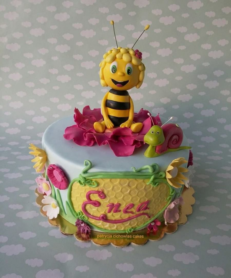Maya the bee on Cake Central