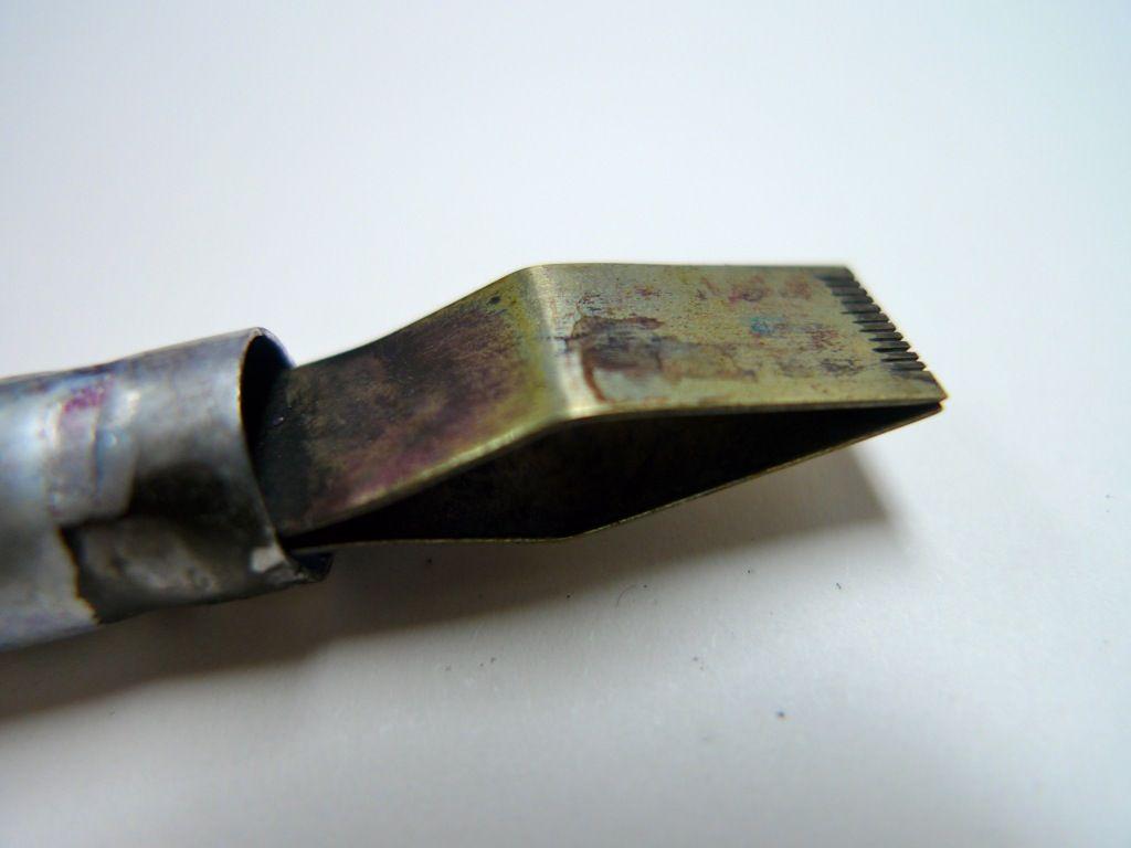 Ponta de pena automática feita em metal
