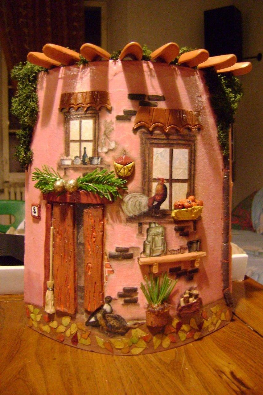 Tegole casa con addobbo natalizio e gallo sul davanzale - Coppi decorati in rilievo ...