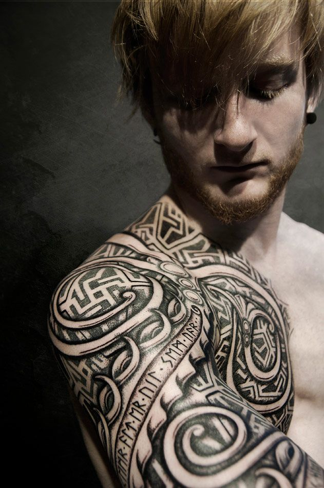 pingl par olivier heavylution sur tattoo pinterest tatouages vikings tatouages et rune viking. Black Bedroom Furniture Sets. Home Design Ideas
