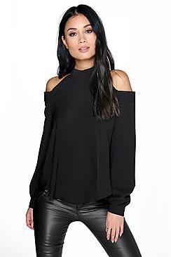 4bc9445bb Una camiseta básica es la prenda perfecta para crear cualquier look de  díaHaz que tu top hable por sí solo mediante texturas