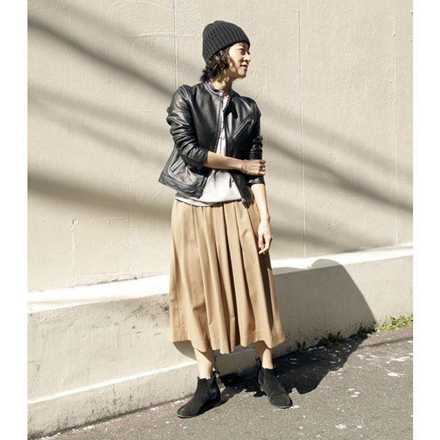 kihoogasawaraうちのレザージャケット、柔らかくて小さめでいいよ〜。シングルいいかもって最近思う。 シングルライダースジャケット¥29500/#freaksstore #スカーチョ¥9250/#freaksstore