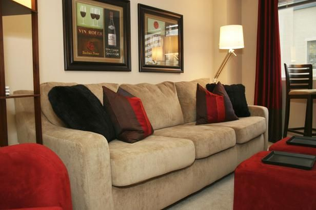 die besten 25 wohnzimmer rot ideen auf pinterest rote schlafzimmerw nde rotes wanddekor und. Black Bedroom Furniture Sets. Home Design Ideas