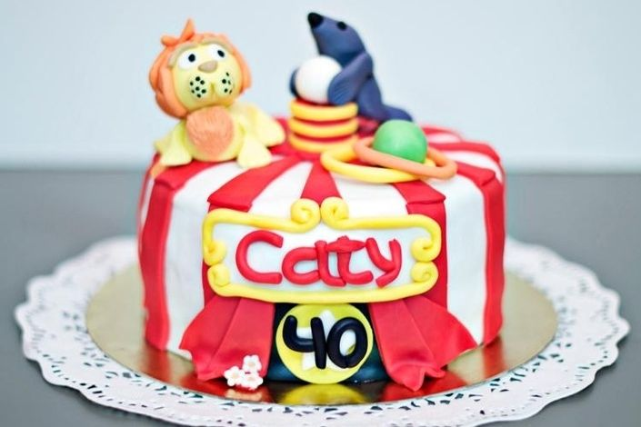 Circus Cake - Fondant decorated cake filled with white chocolate and strawberry syrup.