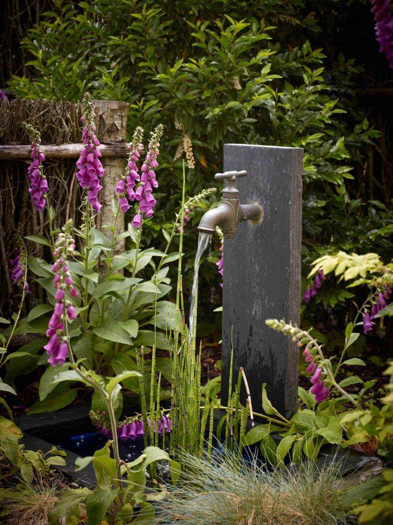 bassin et fontaine robinet avec palis de pierre. Black Bedroom Furniture Sets. Home Design Ideas