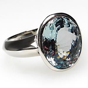 Natural Aquamarine gemstone cocktail ring, solid 18K white gold ~<>~ (aqua, turquoise, teal, color, jewelry)