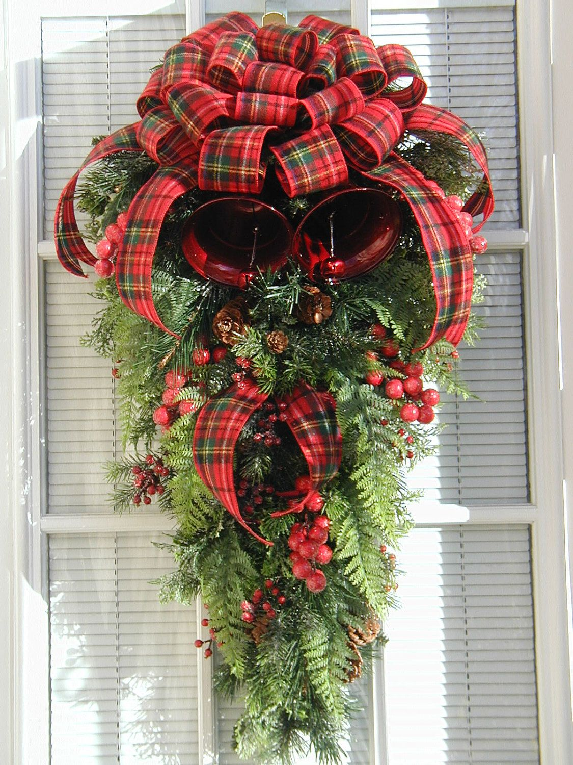 Christmas Winter Large Teardrop Pine Metal Bells Berries Door Hanging Decor Red Flannel Plai Christmas Swags Tartan Christmas Decorations Christmas Decorations