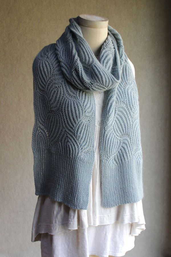 Sunday Knits - designs for neck and shoulders | crochet&tricot ...