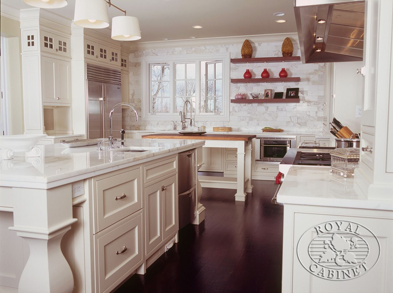 A Beautiful Kitchen Featuring Cabinetry From Royal Cabinet Company In Hillsborough Nj For More Visit Transitional Kitchen Design Kitchen Design Kitchen Redo