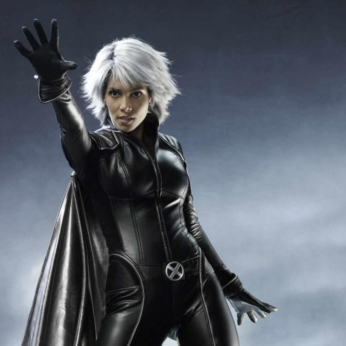 X Men Characters First Look At Halle Berry S Storm In X Men Days Of Future Past Storm Costume X Men Halle Berry Storm