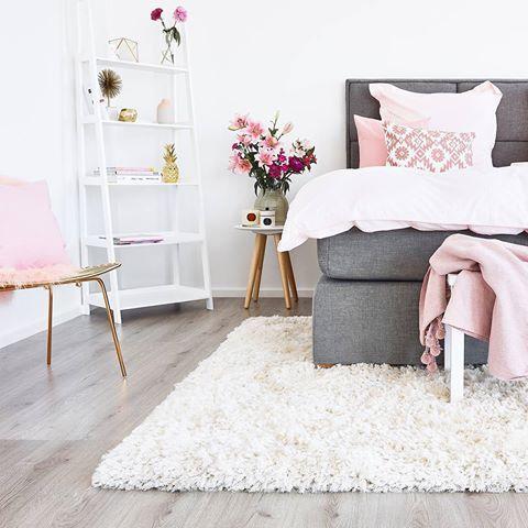 Boxspringbett Cushion Box Bedrooms, Room and Interiors - wohnzimmer grau rosa