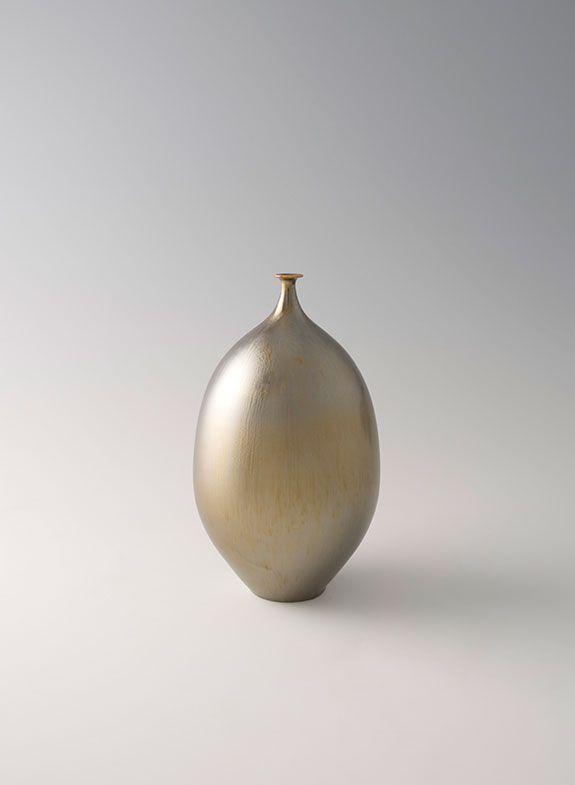 """Hideaki Miyamura, Vase, gold glaze, porcelain, 8.5 x 4.5 x 4.5"""""""