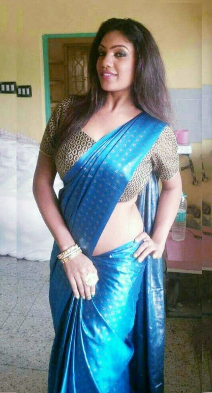Glegek Blog: Gawri Pandit in wet Mode in Blue Saree