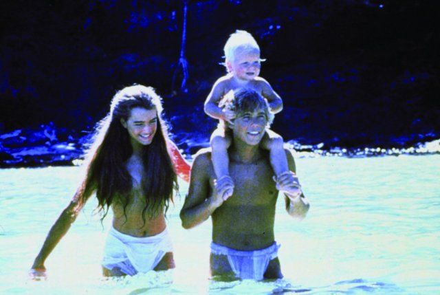 Still of Brooke Shields and Christopher Atkins in A Lagoa ...