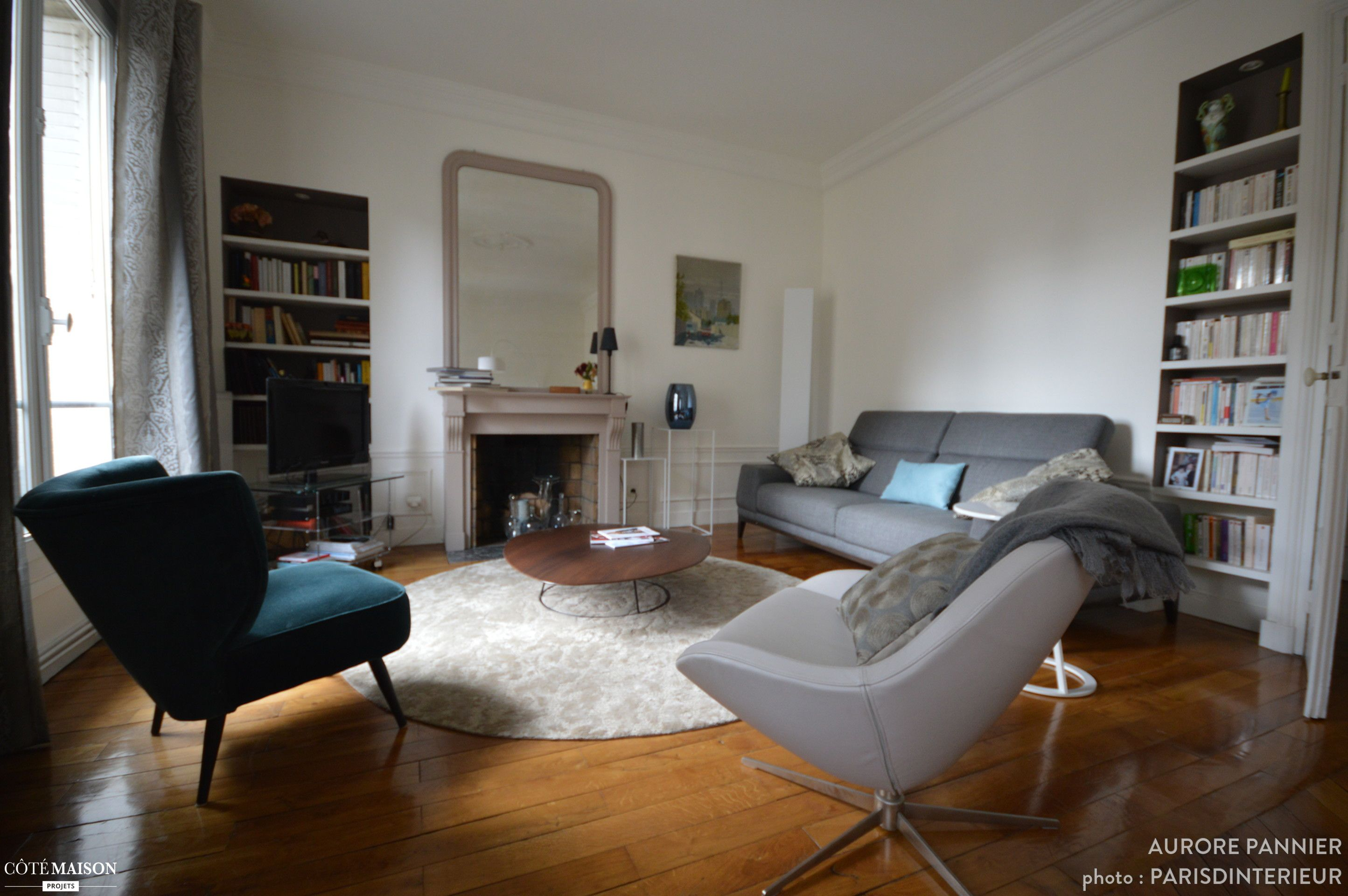 Salon contemporain dans appartement haussmannien avec parquet chemin e salon pinterest for Amenagement salon contemporain