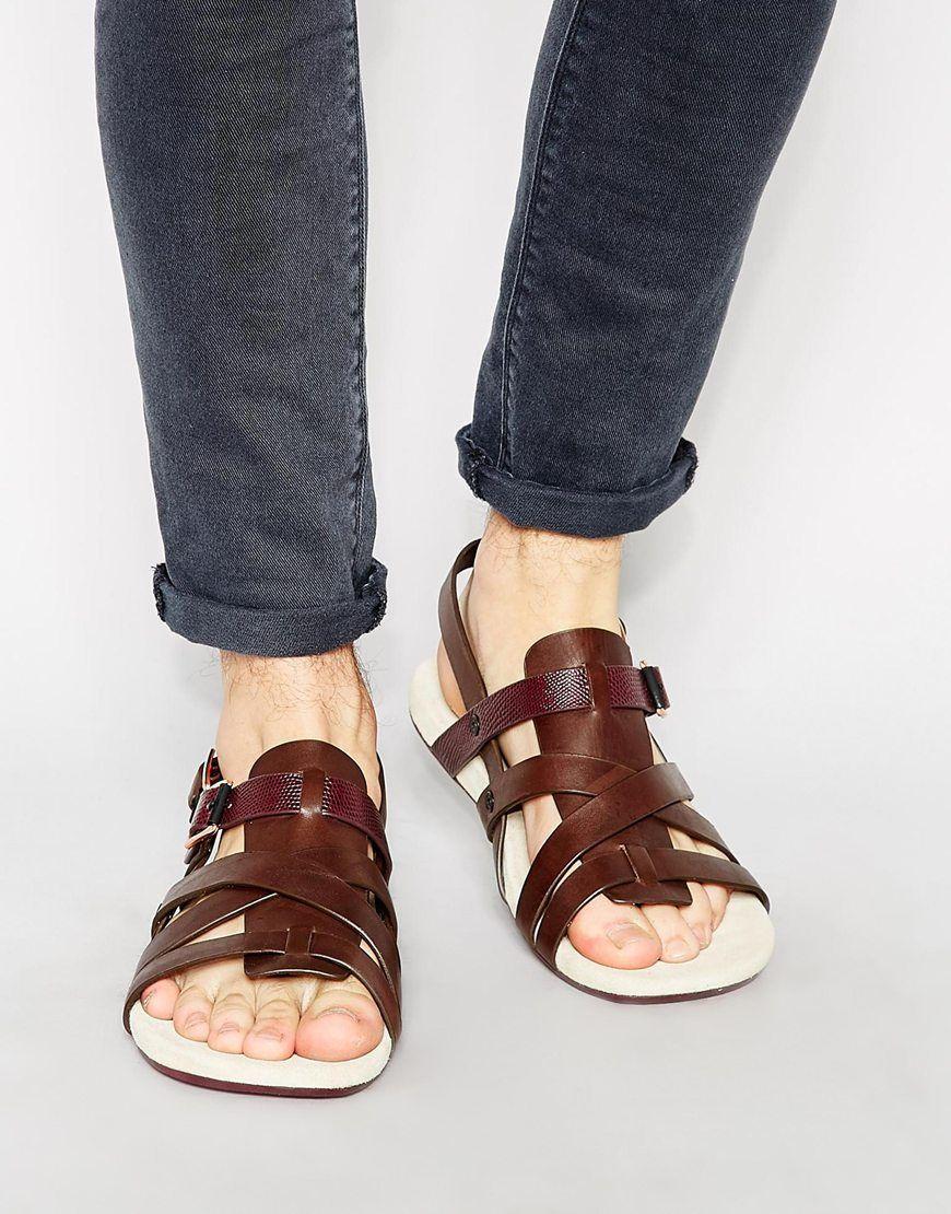 Sandales de hippie de la forêt ou de zadiste. | Sandalia de