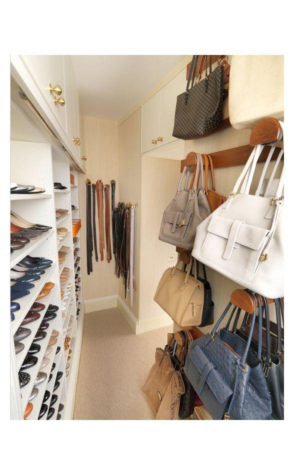 Amplio vestidor para carteras zapatos cinturones for Perchero para carteras