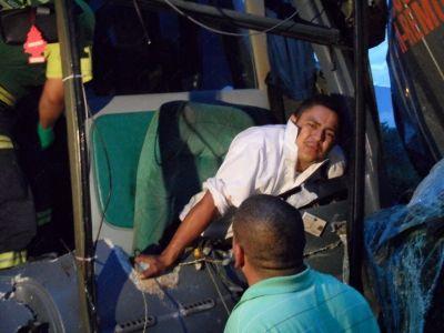 Chocan pipa y autobús en Carretera Nacional   Info7   Nuevo León