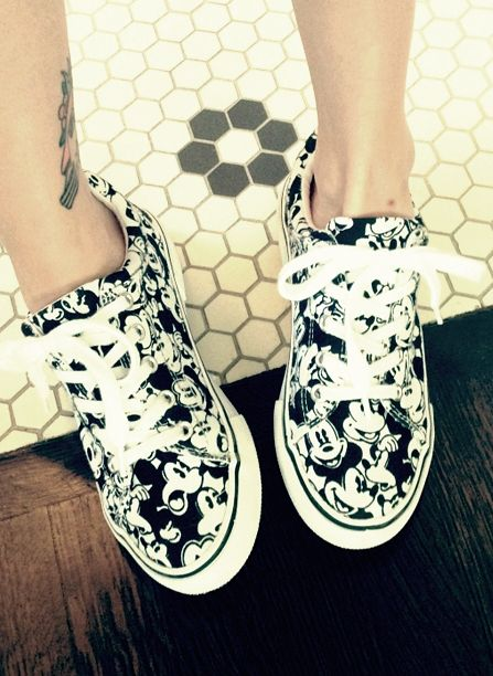 hayley-williams-mickey-mouse-sneakers-crop