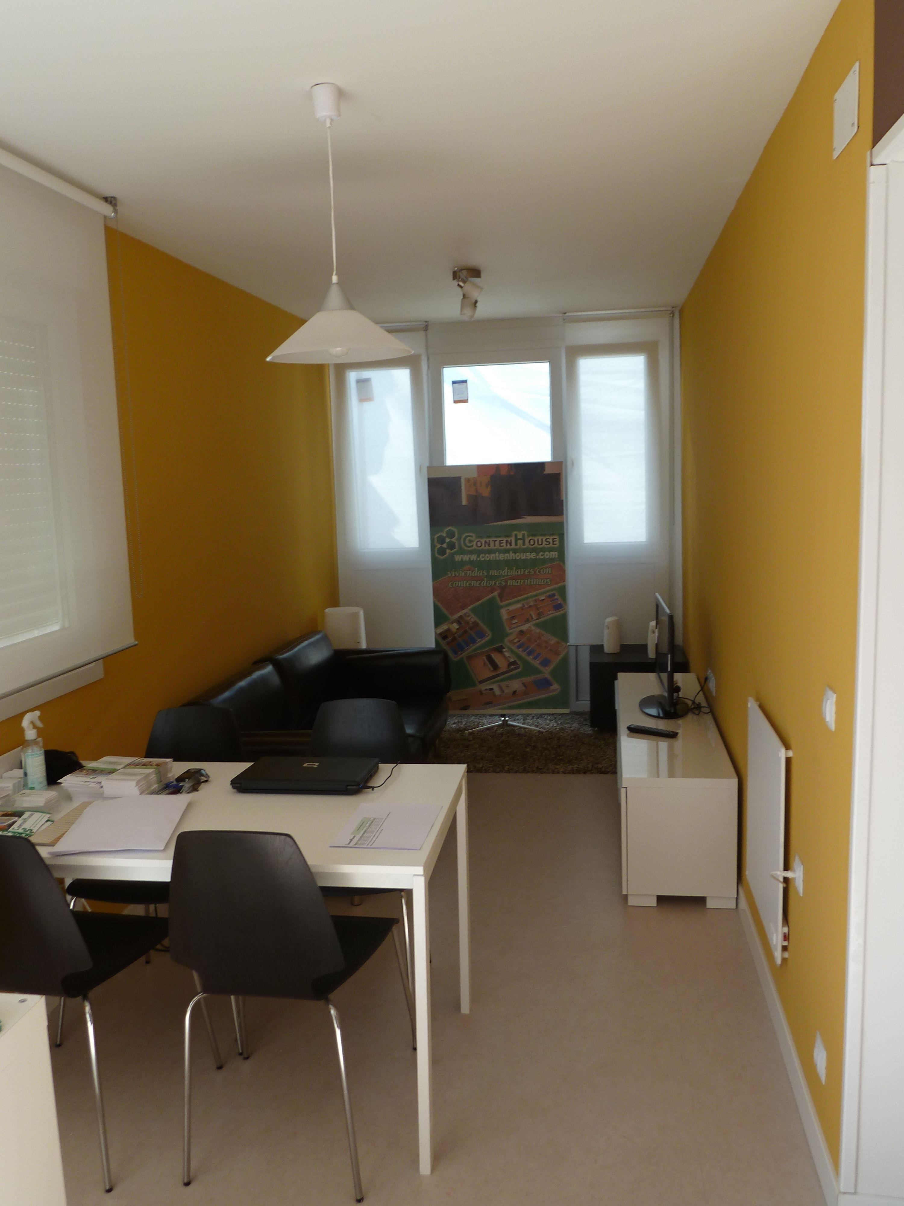 Interior de casa contenedor de contenhouse formada por 2 for Casa minimalista uy