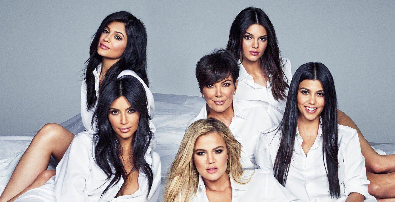 Kylie Jenner enceinte ? Toutes ses soeurs posent en petite culotte sauf elle !