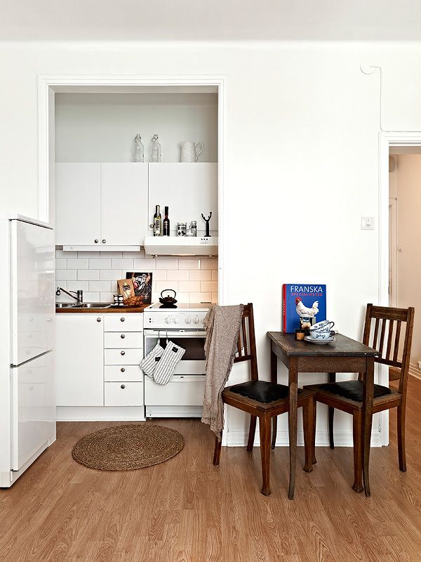 Small Studio Apartment Open Kitchen Area Love That Round Rug Small Dining Table Apartment Kitchen Studio Kitchen