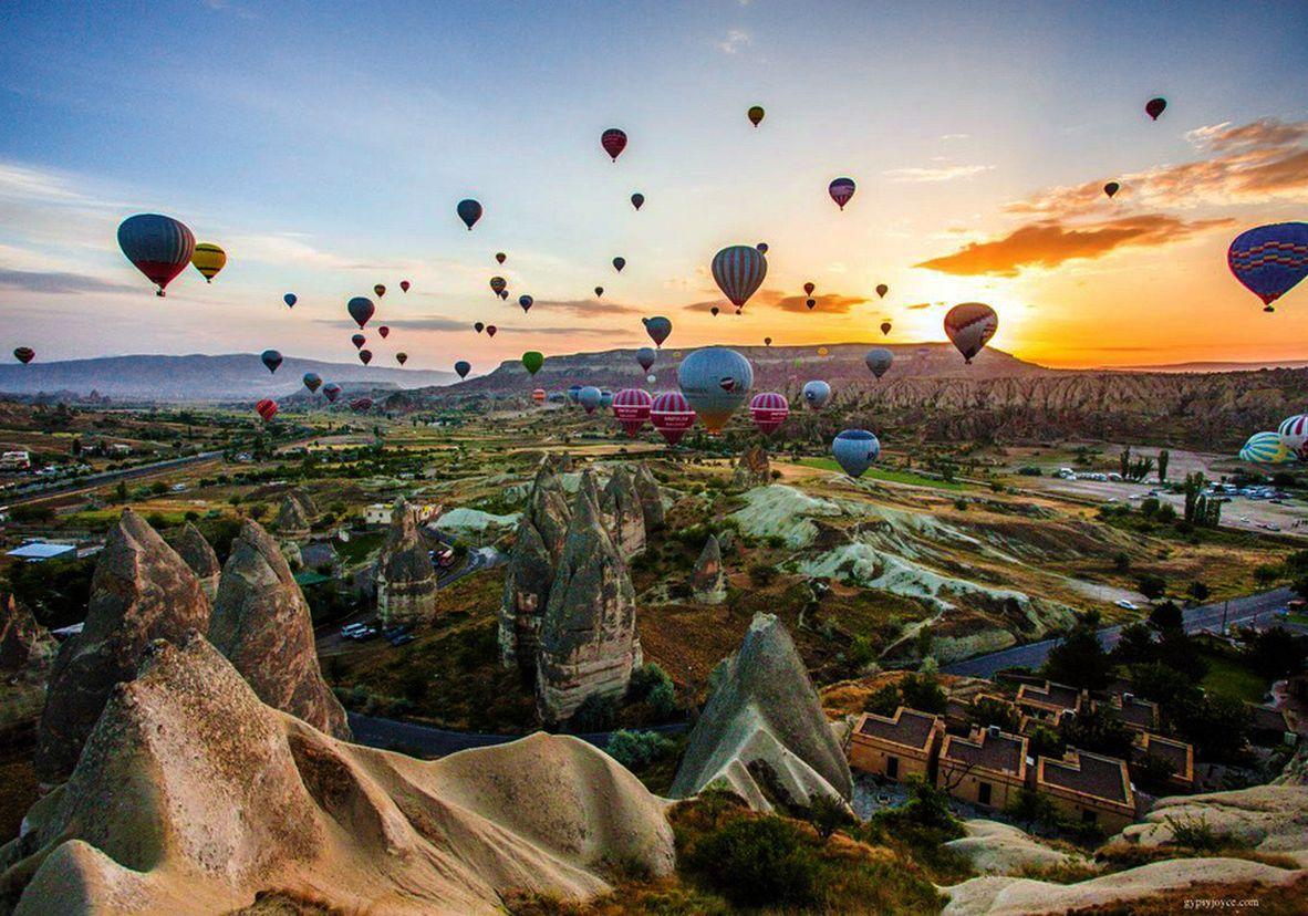 Hot air balloons in Capadoccia, Turkey. Viajes