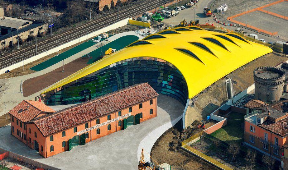 Vue aérienne du Museo Casa Enzo Ferrari La maison natale et les