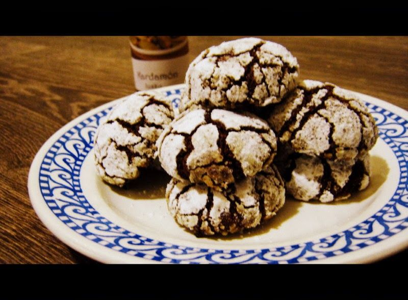 Zasnežené čokoládové sušienky s kardamónom