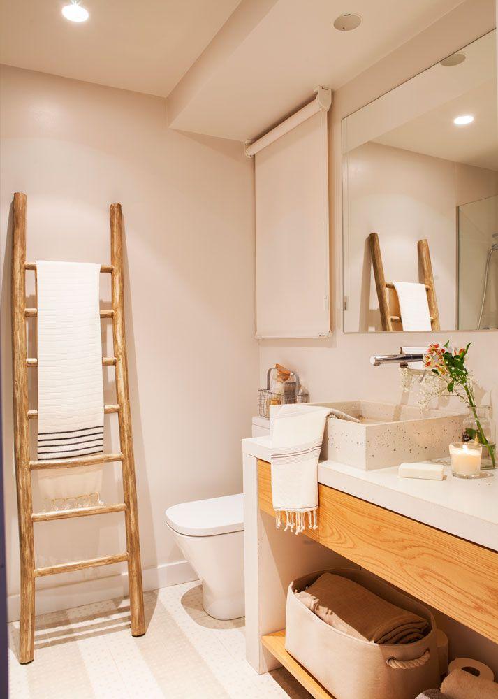 Beautiful Bathroom Chair Rail Specifics Please: Baño-color-beige-con-escalera-toallero 00442305 O In 2019