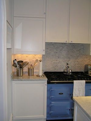 Love the blue stove with the green tile.