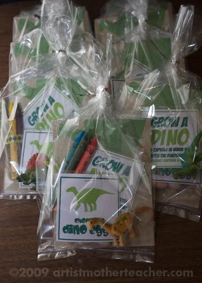 Sweet Little Parties: {inspired by} dinosaur goodie bags by artistmotherteacher.com