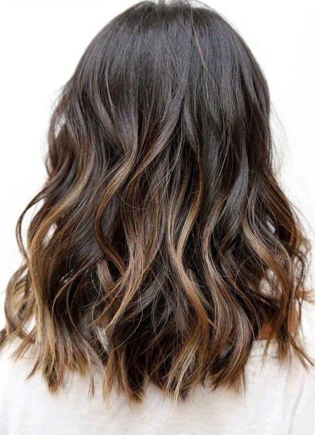 el pelo oscuro es sin duda uno de los más atractivos añadiendo