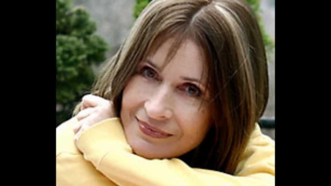 Koncz Zsuzsa Egy Lany Setal A Domboldalon Youtube Singer Music
