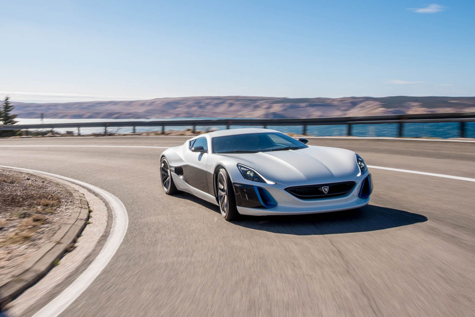 Rimac Upgrades Concept One Electric Supercar To Take On The World With Images Electric Cars Super Sport Cars Sport Cars