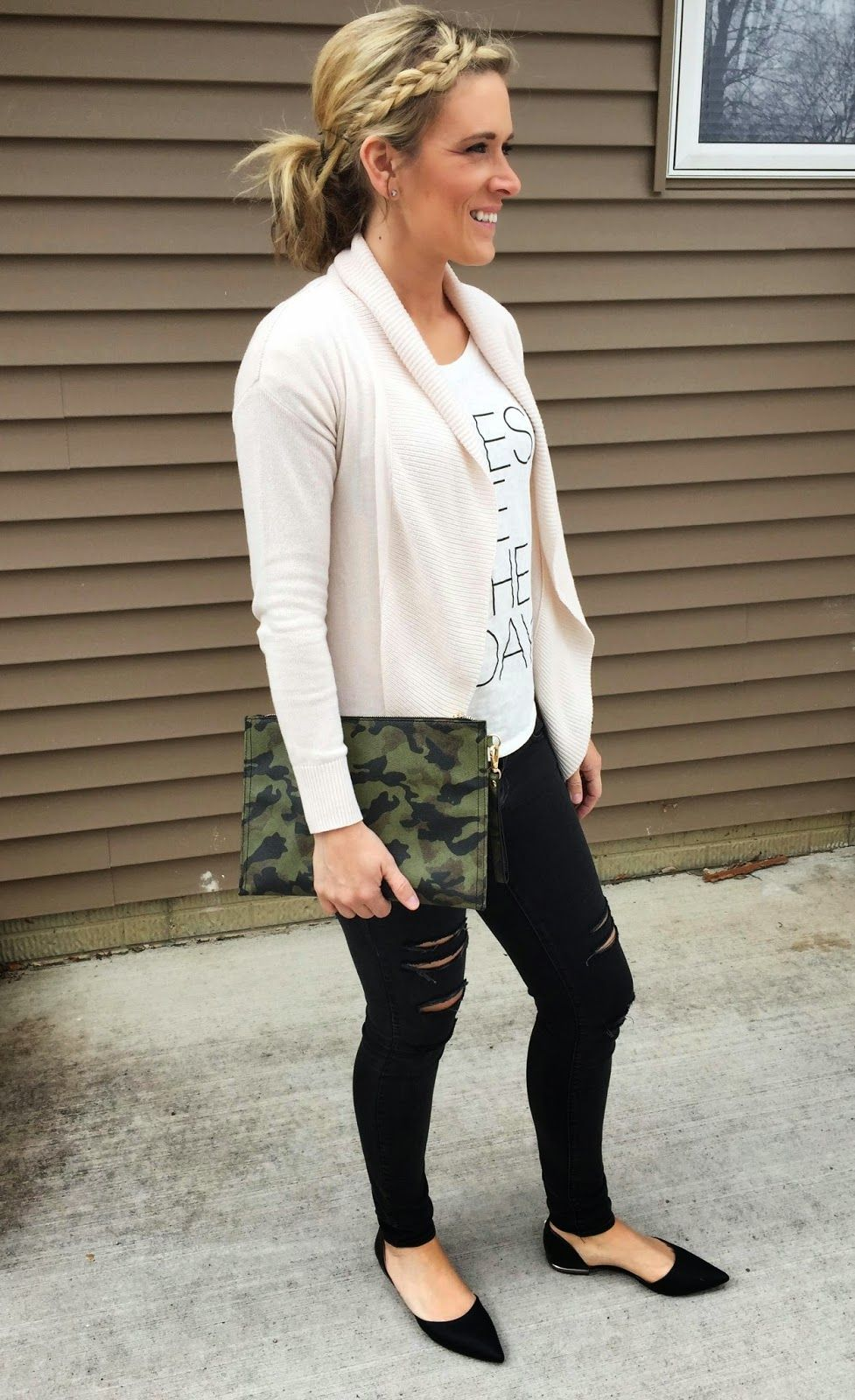 608d58a7f263 everyday uniform, stay at home mom outfit, casual spring outfit, camo clutch