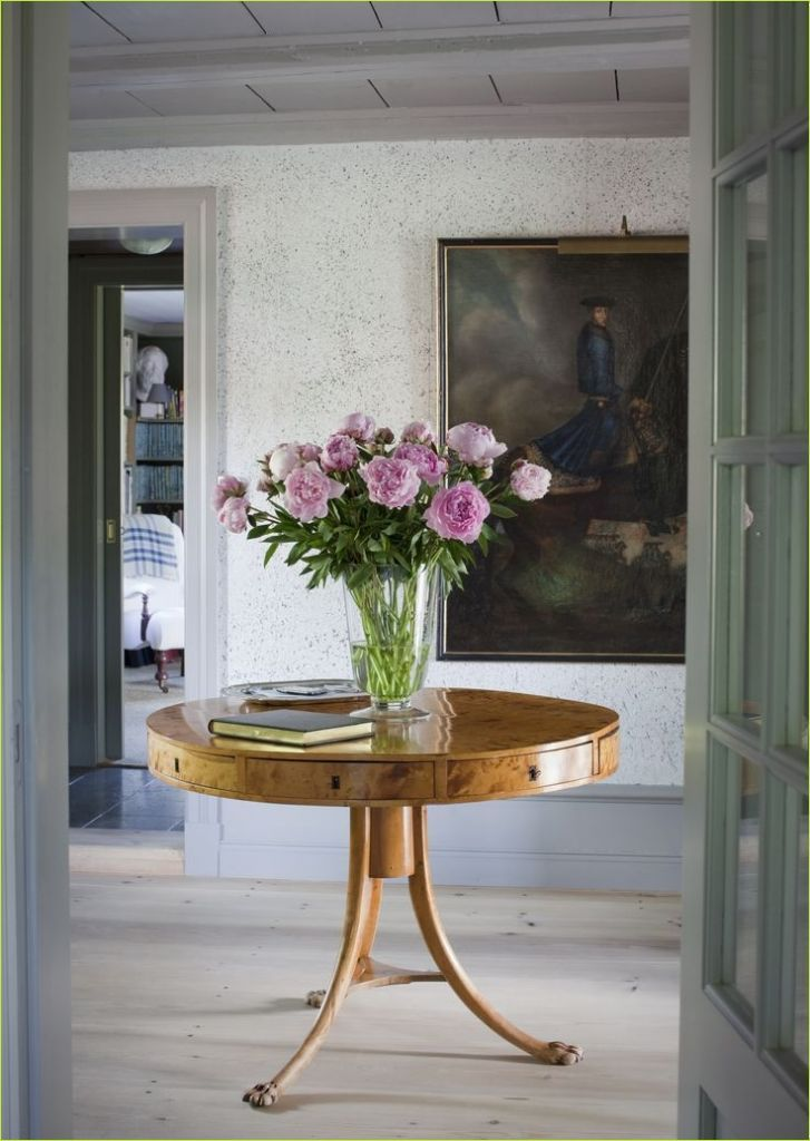 Entry Table Dish