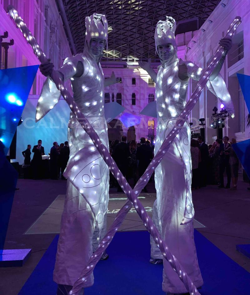 Photo of ICE WIZARDS LED STILTS Y CRYSTAL BALL PERFORMERS – ¡EXCEPCIONAL!