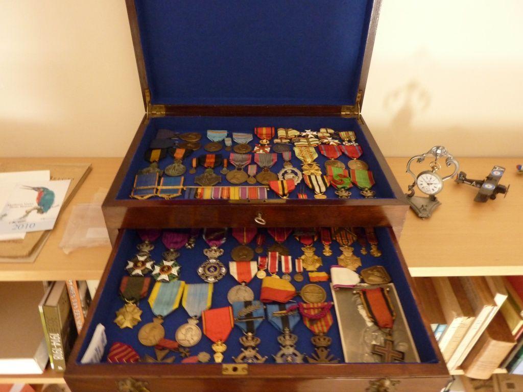 ideas muebles para guardar medallas buscar con google furniture ideas muebles