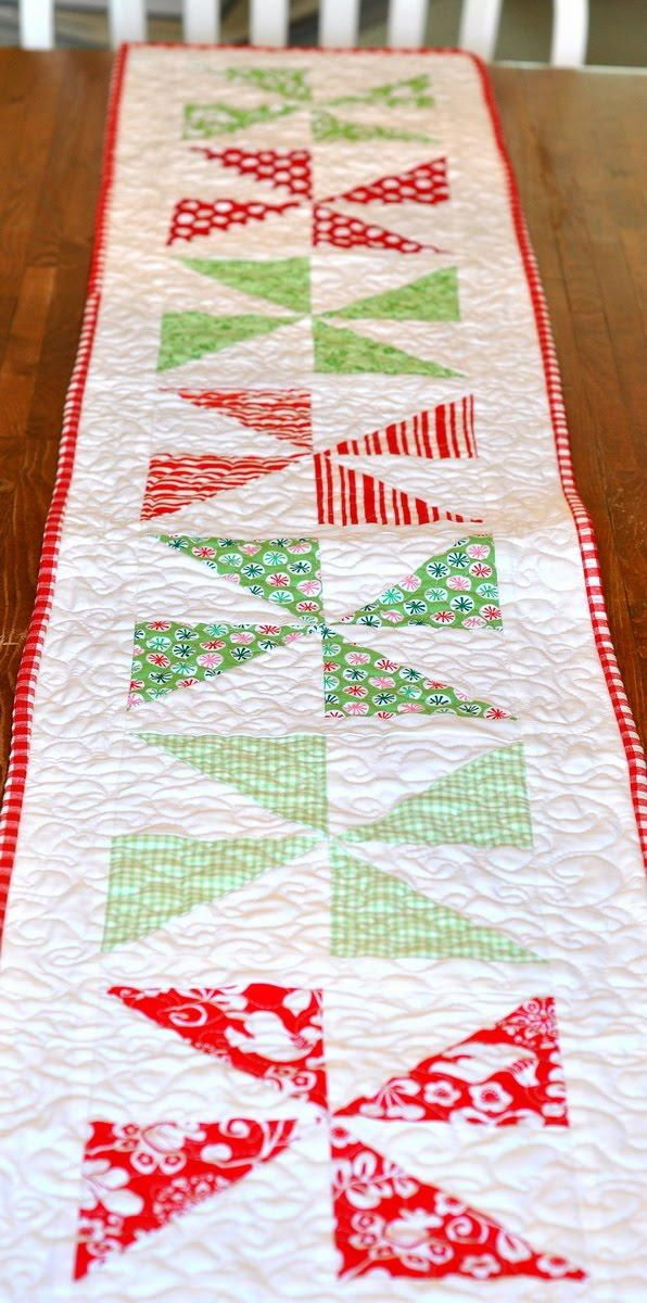 Christmas Pinwheel Table Runner | Threads Christmas | Pinterest ...