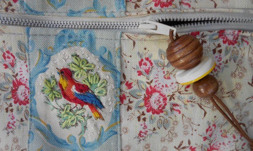 sac zippé oiseau rebrodé