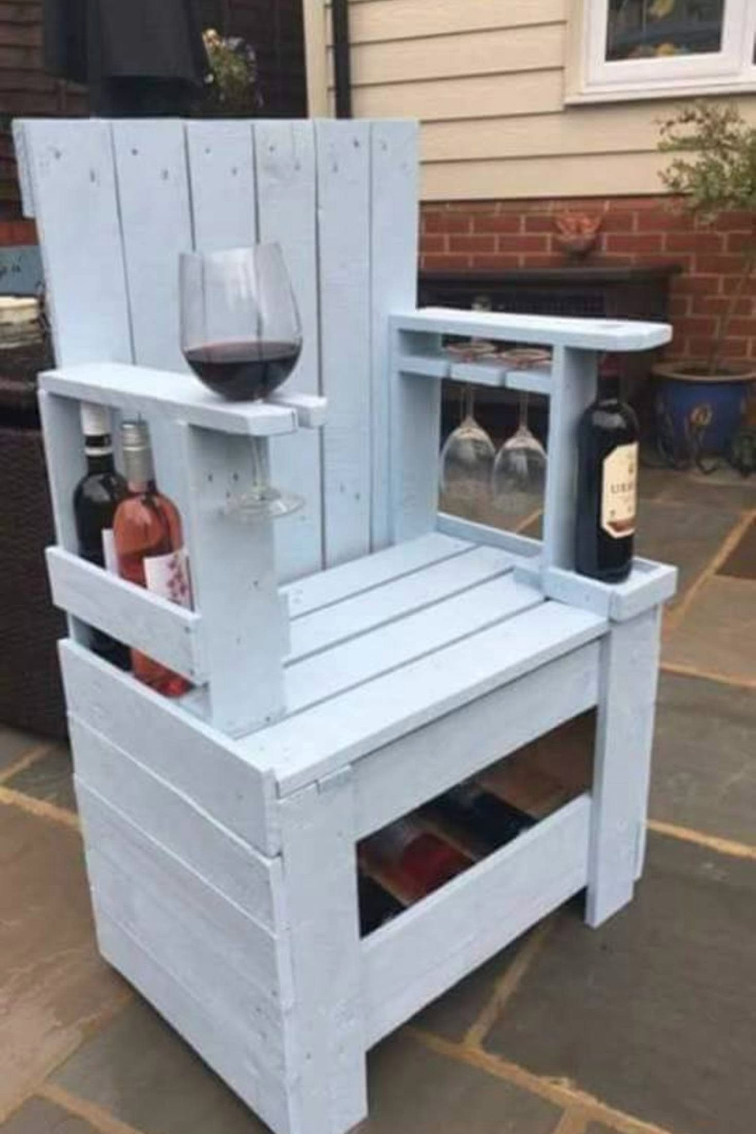 pallet wood chair rail outdoor directors chairs bar height great diy projects to try what an awesome idea for a