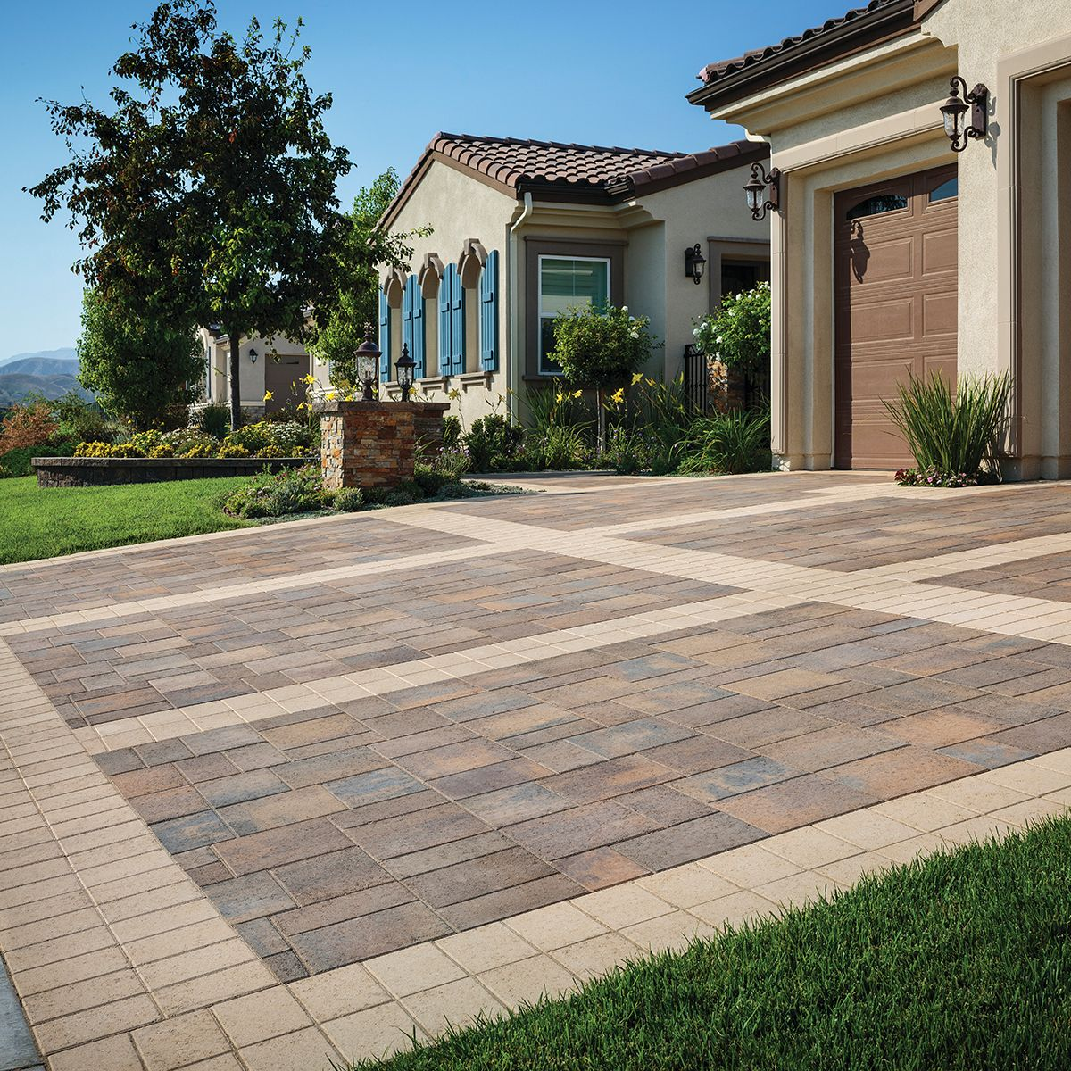 What Do You Think Of The Border On This Paver Driveway Patio Pavers Design Brick Exterior House Paver Driveway