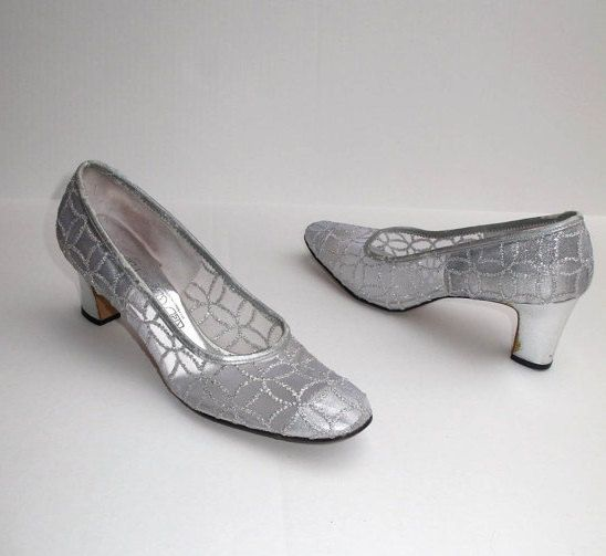 60s Silver Mod Pumps Metallic Shoes, Mid Century Silver Pumps, 60s Fabric Shoes, Vintage 60s Mod Shoes Pumps Heels Wedding Prom 9B