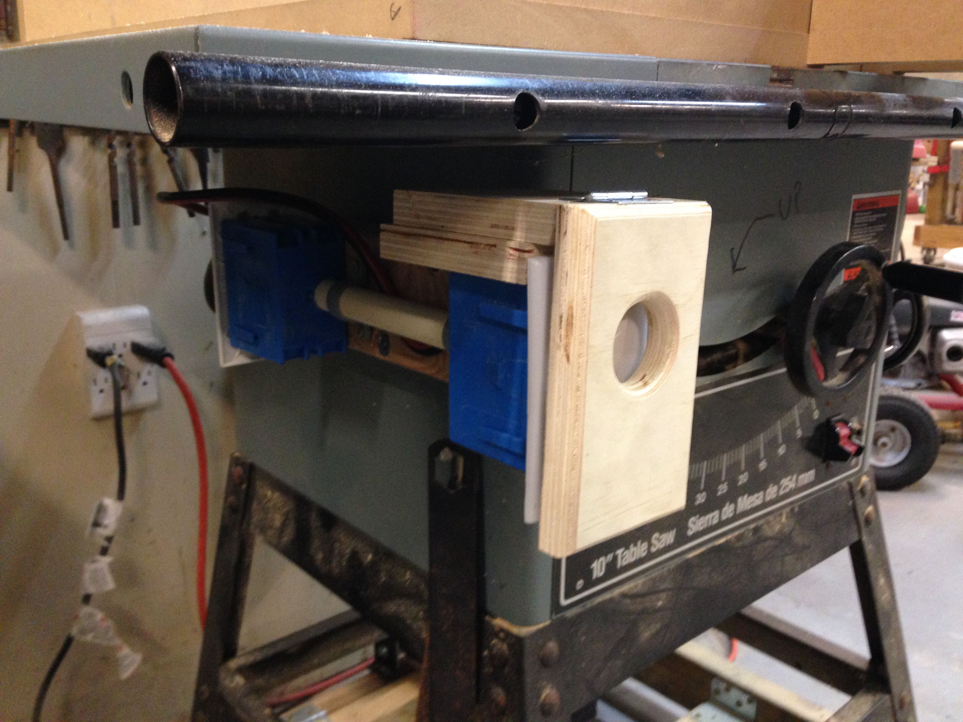 Safety on/off switch for table saw Table accessories