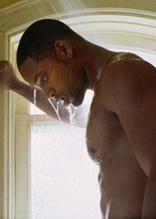 Clip of will smith nude shower scene in i robot pic 466