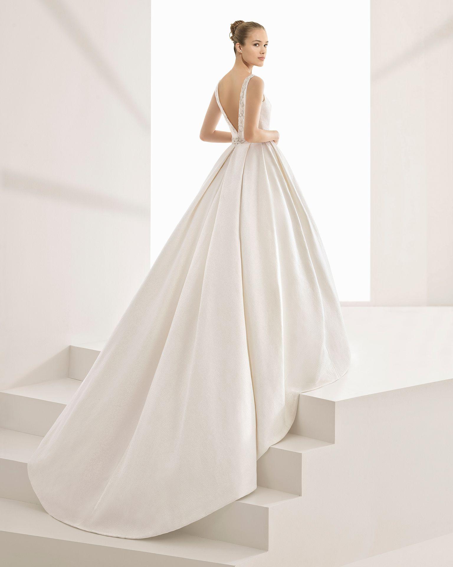 a2d858a0dc Vestido de novia clásico de costura de brocado fantasia escote barco