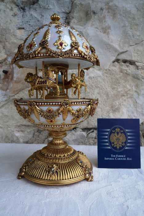"House of Fabergé (2.5 kg / 28 cm) - ""The Fabergé Imperial Carousel Egg"" - enamel - over 300 rhinestones - finishing with 24 k gold gilding"
